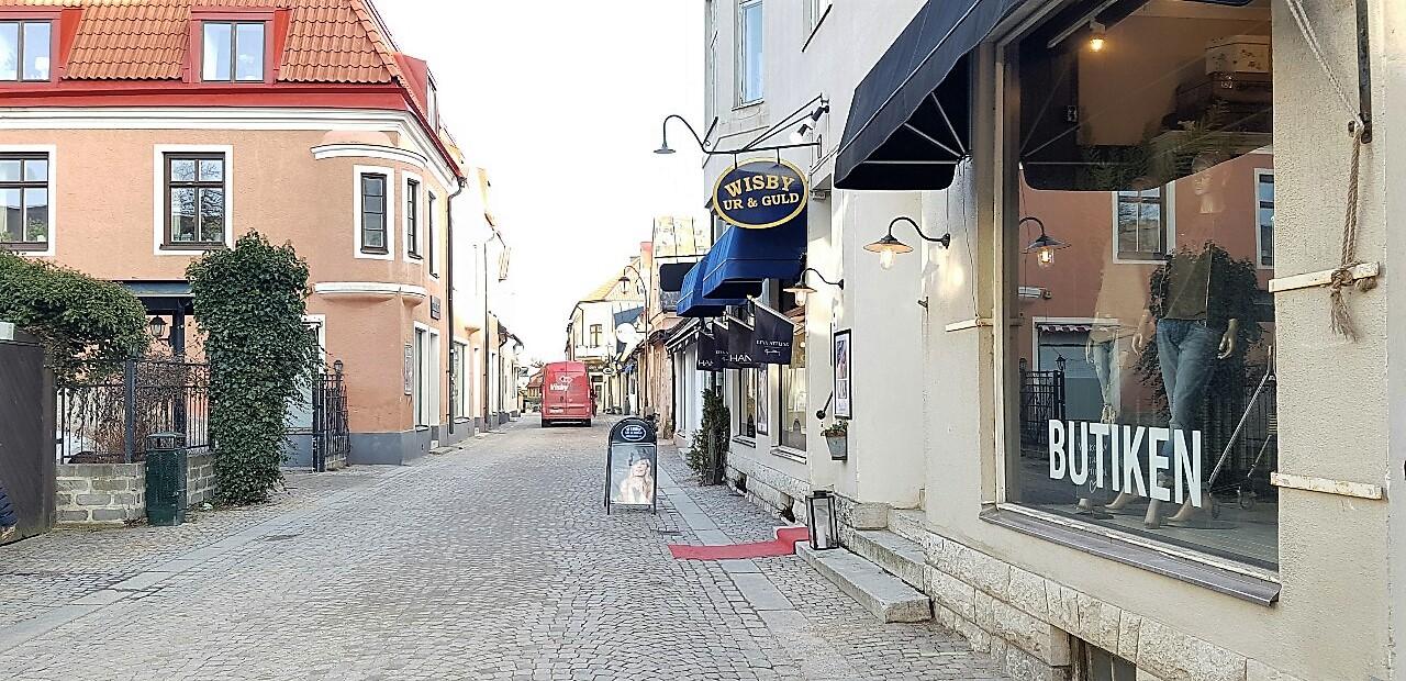 Butik på Adelsgatan, möten ca 60 personer. 12000 kr/dag eller 30000 kr för hela Almedalsveckan