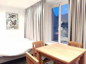 Lägenhet på Donners Plats för 2 personer. Hotellfrukost och städning ingår.