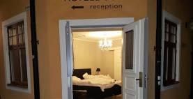 Dubbelrum på Hotell intill Almedalen. Frukost, lakan, handdukar och slutstädning ingår.