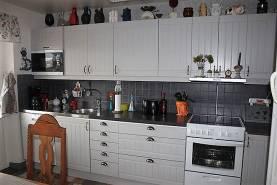 Rymlig lägenhet på 113 m2 med balkong och havsutsikt
