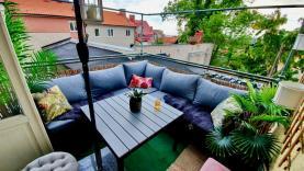 Boka 2020 - Paradvåning på 150 m2 på Adelsgatan. Stor balkong med makalös utsikt. 7-10 bäddar.