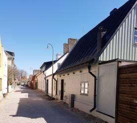 Boka 2019 - Hus med hög standard mitt i Visby innerstad - egen innergård för mingel 40 personer.