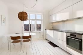Stor 5:a på 130 m2 bara 200 meter från Almedalen med balkong och 4 sovrum