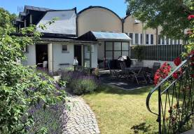 Fräscht hus med trädgård för mingel vid Södertorg i Visby innerstad