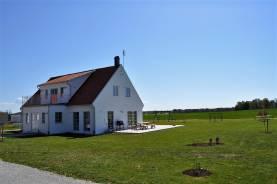 Boka 2020 - Gotländsk sommaridyll, ca 7 km söder om Visby. 8 bäddar.