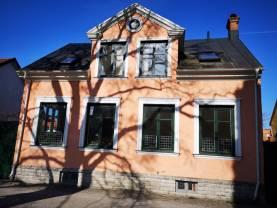 Boka 2020 - Stor fastighet med hela 6 sovrum, intill botaniska trädgården, mitt i hjärtat av Visby innerstad