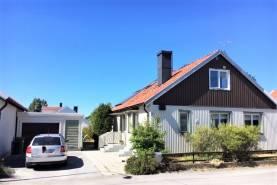 Boka 2020 - Trevlig villa på 2 plan, 4 rok, 1,3 km från ringmuren