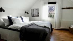 Hotell-lägenhet, 2:a i Hästbacken mitt i Visby innerstad - städning, lakan och hotellfrukost ingår