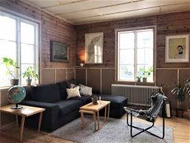 Villa med 2 gäststugor på gården, bara 800 m från ringmuren, upp till 10 bäddar