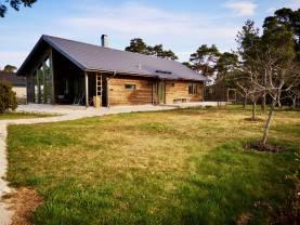 Boka 2021 - Nybyggd villa med naturtomt nära Visby Sommarland