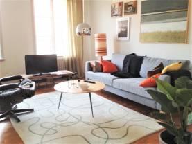 Boka 2019 - Fräsch 3:a på 90 m2 mitt på Adelsgatan i Visby innerstad