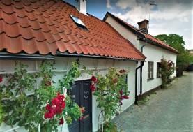 Innerstadshus med egen trädgård - ett av Visbys bästa lägen