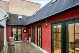 Boka 2020 - Nyrenoverat gårdshus mitt i innerstaden