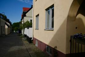Boka 2020 - Fastighet med 4 bostäder, 18 bäddar, innergård för möten på Skeppargatan.