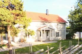 Boka 2019 - Stor villa i natursköna Follingbo knappt 8 km utanför ringmuren