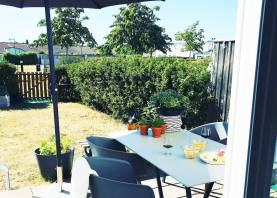 Boka 2020 - Nyrenoverat radhus med 4 sovrum 1,7 km från ringmuren