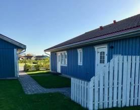 Boka 2020 - Villa med 2 bodelar, 4 km Söder om Visby. 8 eller 12 bäddar.