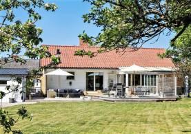 Boka 2020 - Fin villa med 4 sovrum och trädgård för mingel drygt 1 km utanför ringmuren