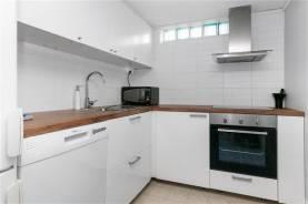 Boka 2020 - Fräsch lägenhet med 3 sovrum i villa mindre än 3 km från ringmuren