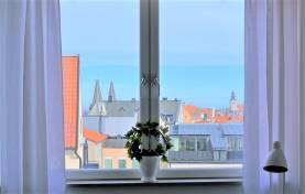 Boka 2021 - Fräsch vindsvåning i etage i Visby innerstad