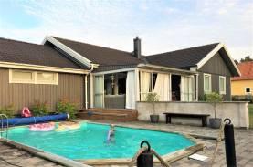Boka 2020 - Härlig villa med pool - 4 sovrum med upp till 8 bäddar