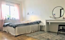 Boka 2020 - Lägenhet, 3 rok - 300 m från ringmuren
