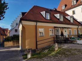 Boka 2020 - Bo i nybyggd lägenhet på 2 plan blott 200 meter från Almedalen