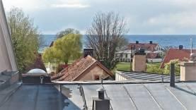 Boka 2019 - Rymlig vindsvåning i innerstan med utsikt över havet och Almedalen