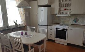 Boka 2019 - Hemtrevligt lägenhet i radhus -  2 km från Söderport