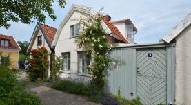 Boka 2020 - Hus på Specksgränd - Perfekt för rundabordssamtal - en av Visby mest fotograferade gränder - precis intill Almedalen
