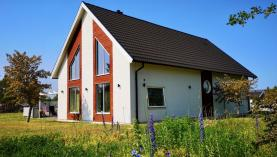 Boka 2020 - Fastighet med 12 bäddar fördelat på 2 separata bostäder i nybyggt villaområde, drygt 2 km söder om Visby