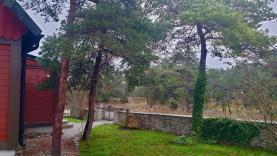 Boka 2020 - Hus och stuga med skogstomt i Vibble