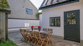 Boka 2020 - Hus i Visby innerstad, vackert läge med fin innergård vid ringmuren