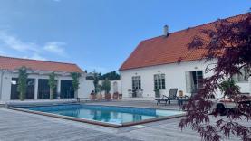 Boka 2021 - Stor villa med pool, 4 sovrum och 8 bäddar - ca 1 mil från Visby ringmur.