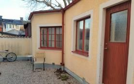 Boka 2020 - Litet gårdshus för 2 mitt i Visby innerstad
